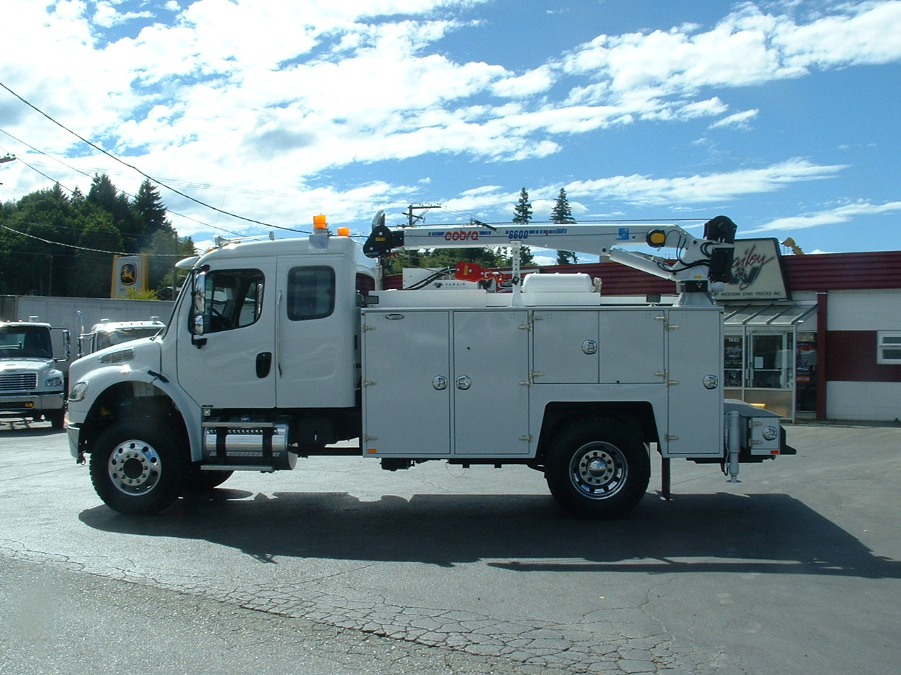 2014 Freightliner M2-132 Ext  Cab 4x4 - Rigged W/ Brutus